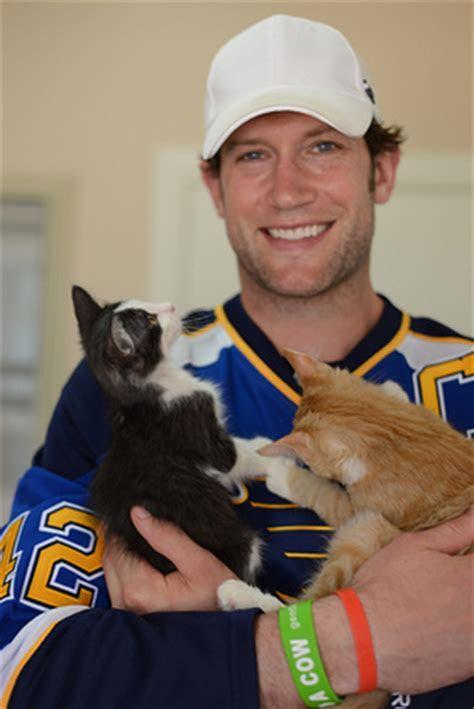 NHL Star Visits No Kill Animal Sanctuary   Look to the Stars