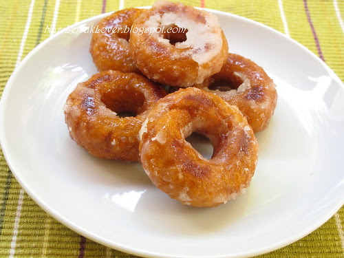 Kueh Keria / Fried sweet potato donut