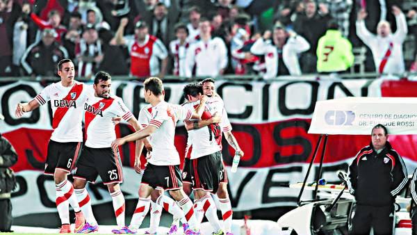 Todo River. Funes Mori, Mercado, Mora, Rojas y Vangioni en el triunfo ante Independiente. /RICARDO ALFIERI