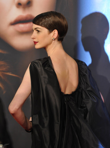 Anne Hathaway in Tom Ford black gown