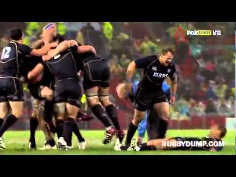 video que muestra como unos jugadores de rugby celebran un gol