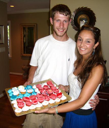 P7040530-July4-2009-David-Michelle-Cupcakes