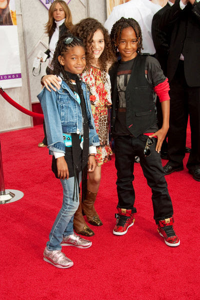 Madison Pettis And Jaden Smith Kissing Great Wallpaper: Willo...