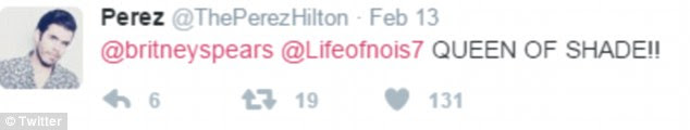 "Do lado de Britney: o blogueiro da celebridade Perez Hilton notou a ""sombra"" jogada pelo cantor Born To Make You Happy"