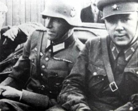Sovieticii se saluta cu nazistii-4