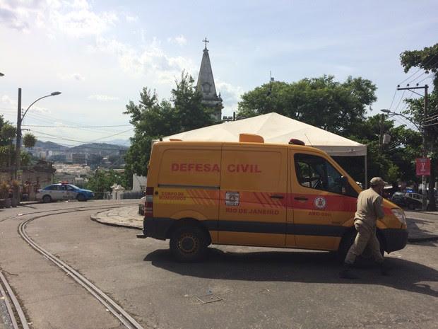 O carro da Defesa Civil leva o corpo de Rodrigo Braga dos Santos (Foto: Nicolás Satriano/G1)