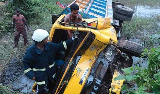7 killed as truck plunges into ditch in Bandarban
