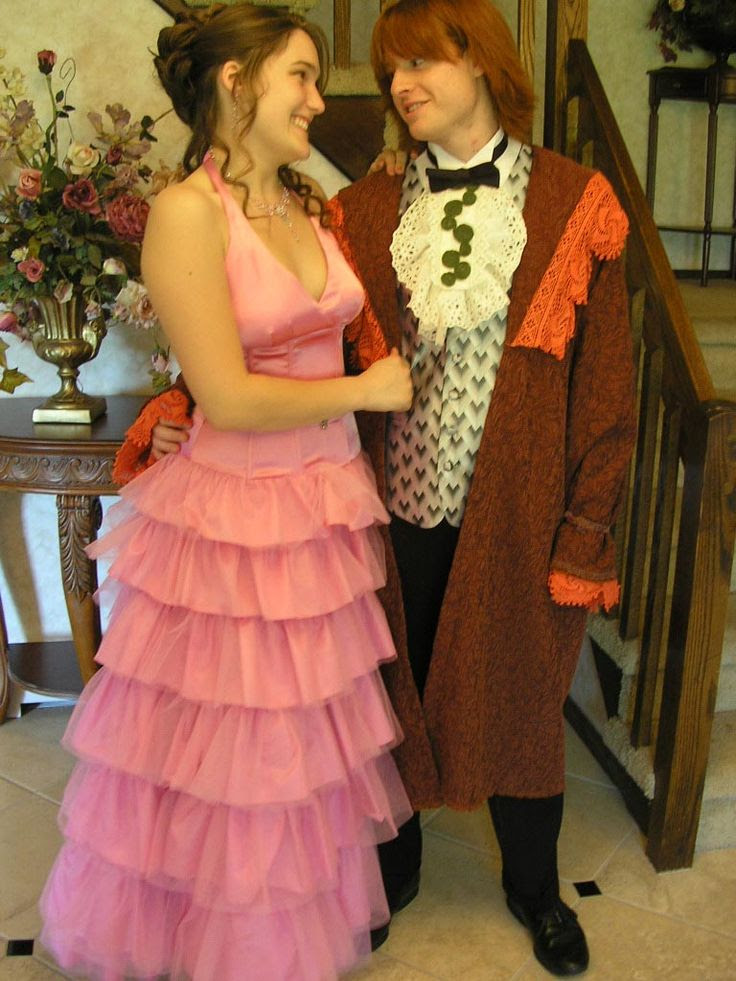 Ron and Hermione go to the prom.