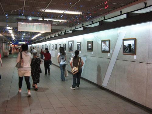 Underground photo gallery at Zhongshan station