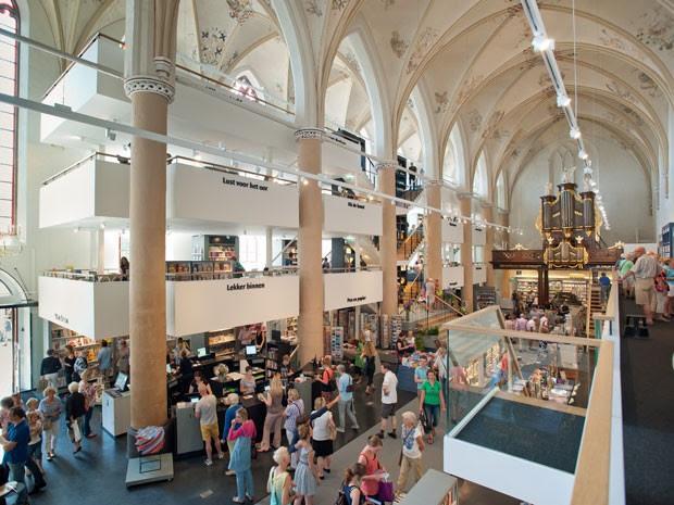Livraria Waanders in de Broeren, que funciona dentro de uma igreja gótica na Holanda (Foto: Divulgação/Hans Westerink/Waanders in de Broeren)