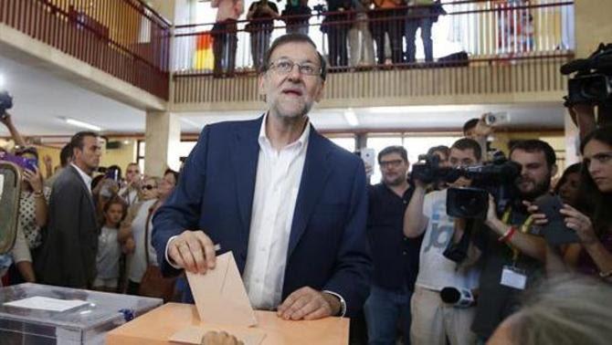 Mariano Rajoy, votant al municipi madrileny d'Aravaca (EFE)
