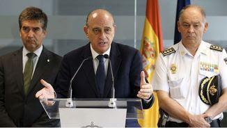 L'exdirector adjunt operatiu de la policia Eugenio Pino, amb l'exministre de l'Interior Jorge Fernández Díaz i l'excap de la policia Ignacio Cosidó (EFE)