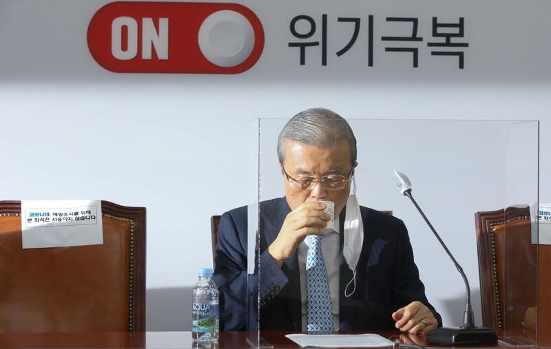 김종인 미래통합당 비상대책위원장이 31일 국회에서 열린 비상대책위원회의에 참석하고 있다. 공동취재사진