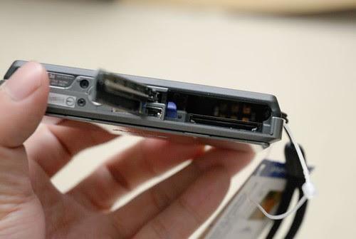 電池及記憶卡插槽