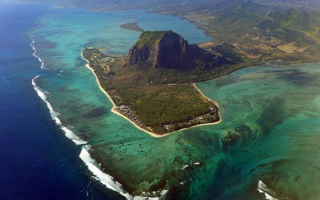 12 фотографий оптической иллюзии подводного водопада, Маврикий