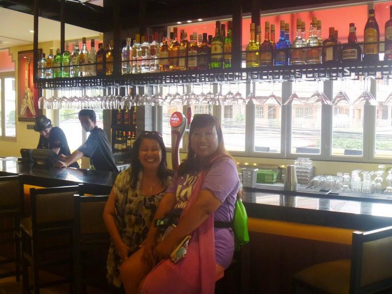 Osang and Violet at the bar