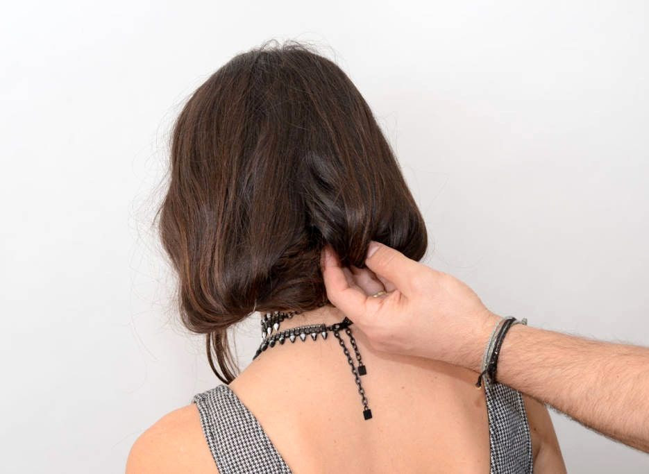Le Fashion Blog - How To Fake A Long Bob - Dannijo's Jodie Snyder - Hair Stylist Michael Angelo - Via Elle photo Le-Fashion-Blog-How-To-Fake-A-Long-Bob-Hair-Tutorial-Dannijo-Jodie-Snyder-By-Hair-Stylist-Michael-Angelo.jpg