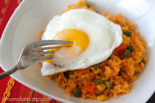 Arroz Rojo con Huevo - Mama Latina Tips