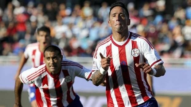 Lucas Barrios, novo reforço do Palmeiras, deixou sua marca contra o Uruguai