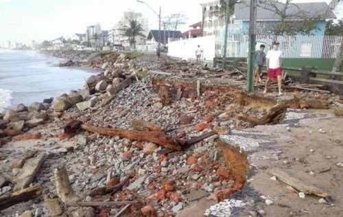 Ressaca deixa rastro de destruição no litoral do Paraná. Veja o vídeo!