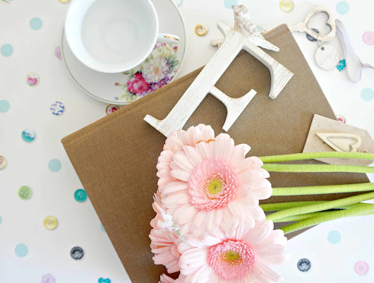 5 Tips To Update Your Interior For Spring With soft furnishings and flowers.