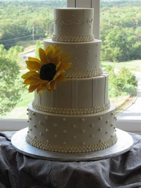 17 Best ideas about Sunflower Wedding Cakes on Pinterest