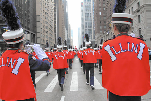 University of Illinois marching band performs in Macy's parade