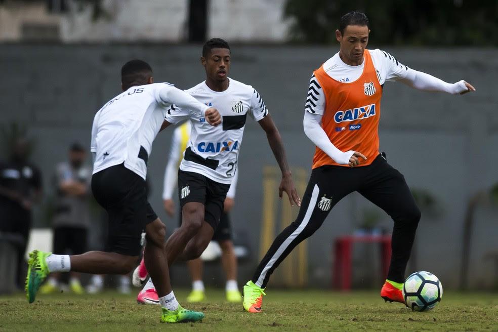 Com Ricardo Oliveira (à dir.) no comando do ataque, Santos enfrenta o Sporting Cristal em busca da liderança  (Foto: Ivan Storti/Santos FC)