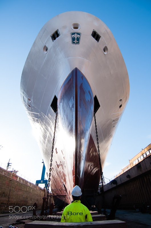 Bow view, dry dock