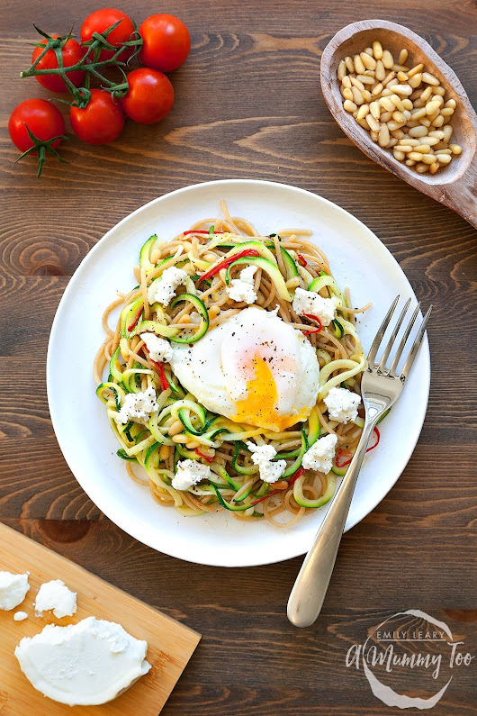 Courgette and whole wheat pasta with poached egg - A Mummy Too