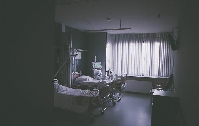 pekerjaan perawat yang mengurusi pasien Perawat dan Bidan, Konon Kaprikornus Teman Hidup yang Sepadan! Bung Setuju?