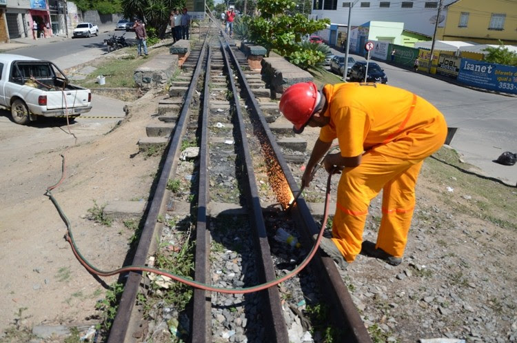 Intervenção da prefeitura em trecho da linha férrea federal em Gravatá, Pernambuco (Foto: Divulgação/ PMG)