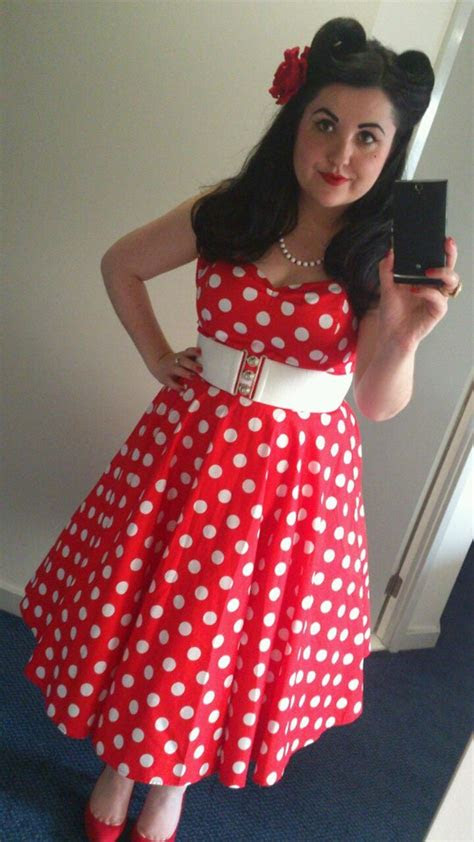 samantha roberts queen  holloway red  white polka