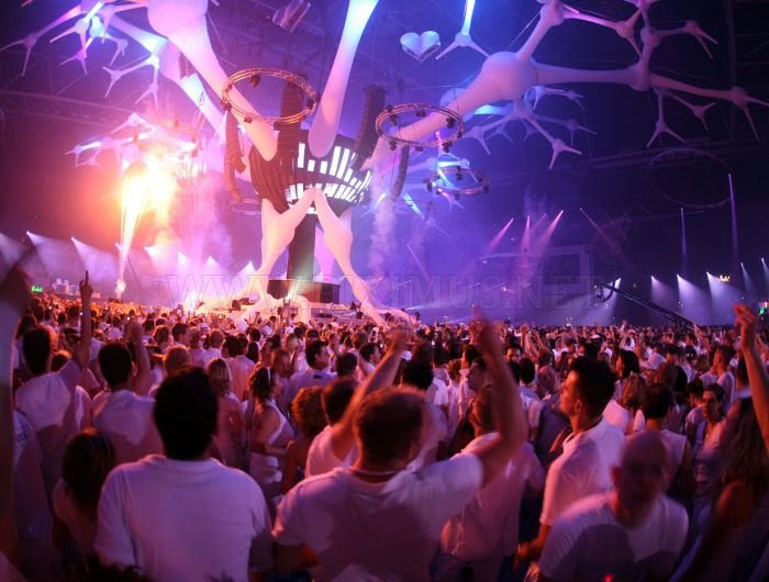 http://piximus.net/media/5306/amazing-light-show-rave-parties-3.jpg