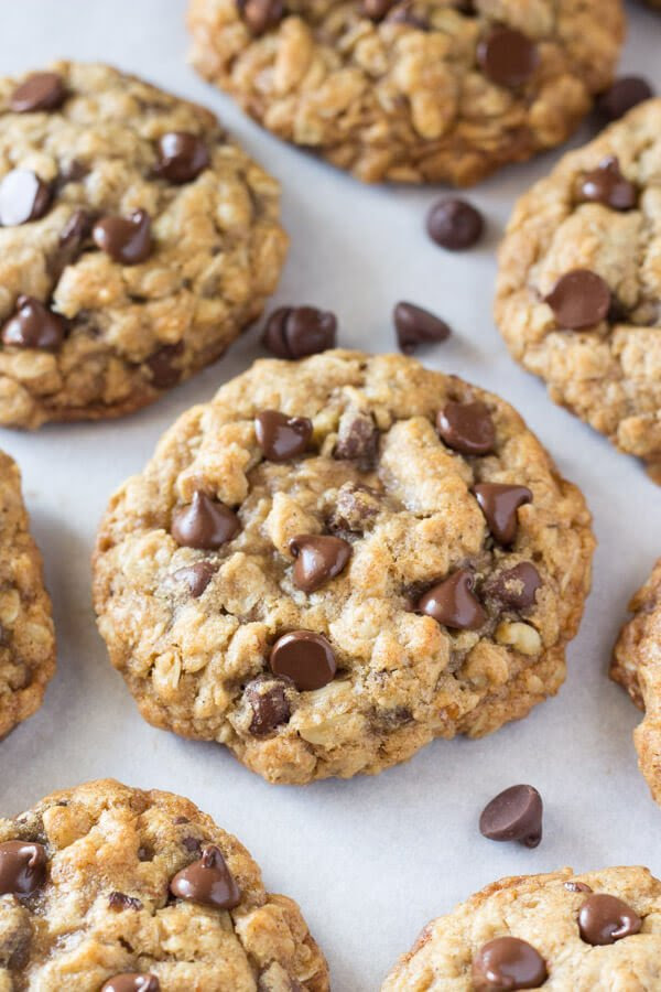 How To Make Soft - Chewy Oatmeal Chocolate Chip Cookies
