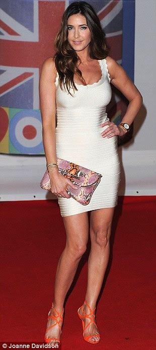 Lisa Snowdon usava um vestido bandage branco