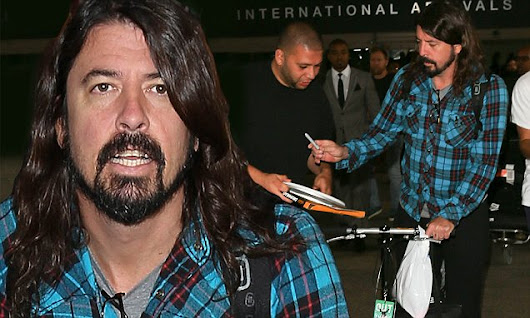 Injured Dave Grohl signs autographs after jetting into Los Angeles