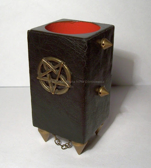 Tealight holder with a pentagram leather and red by Dragonsblow