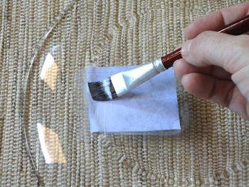 Posicione a gravura e alise usando o pincel