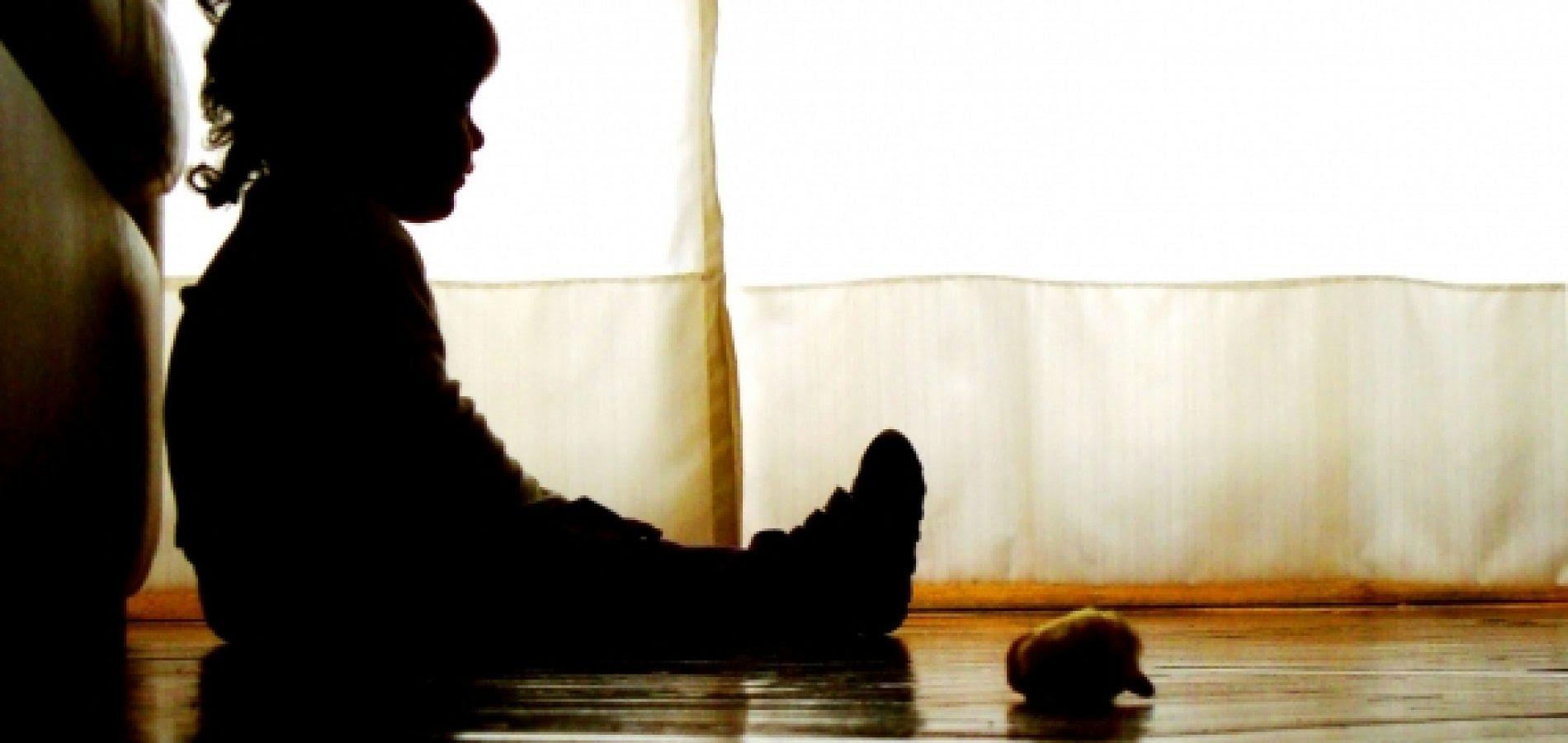 Resultado de imagem para criança abuso de criança