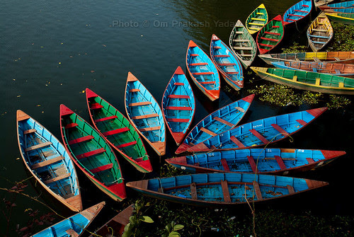 Boats in Fewa lake, Pokhara por yadavop