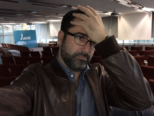 "ᗩURΞL on Twitter: ""When you are in time for the #adobe keynote... and you realize it has been postpone by 1 hour... #cfcamp #facepalm """