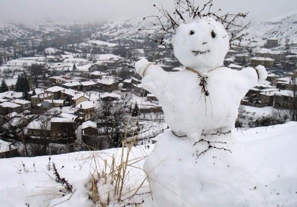 Πρωταπριλιά με χιόνια στο καμπαναριό !