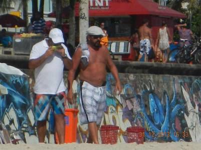Echegaray, de vacaciones en Brasil cuando era jefe de la AFIP. Es el de remera blanca.