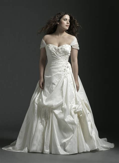 Here's a plus size wedding gown with 2 looks you have the