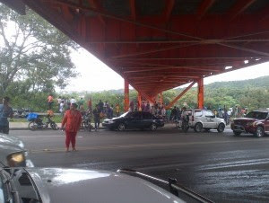 El hombre se lanzó del puente Hermanos Patino en Santiago.