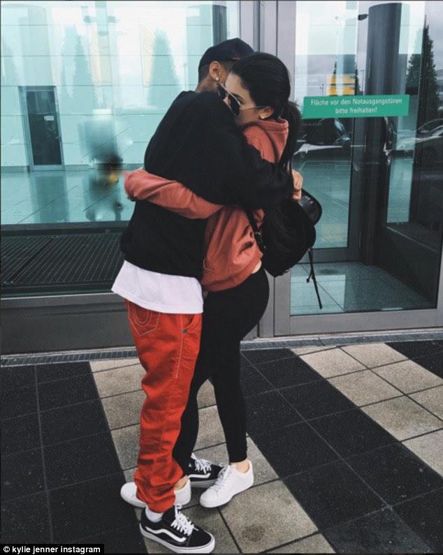'Bye bye': Na quinta-feira Kylie deixou seu namorado na Alemanha para voltar ao LA, a partilha de um piscar de olhos do duo abraçando no aeroporto