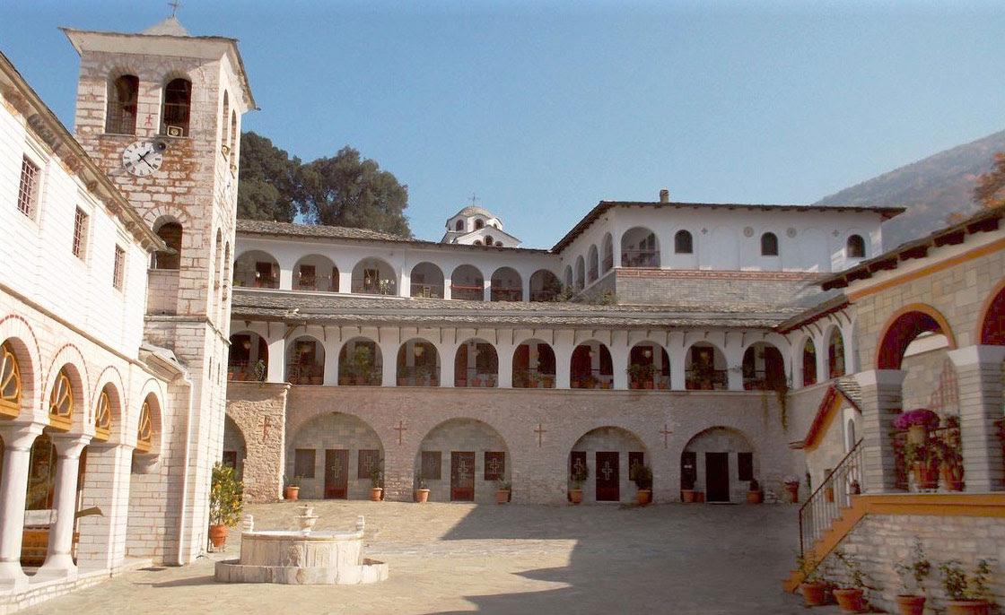 Η μονή Εικοσιφοινίσσης, όπως και άλλες στη βόρεια Ελλάδα, λεηλατήθηκε στη διάρκεια του Α΄ Παγκοσμίου Πολέμου (φωτ. Βικιπαίδεια).