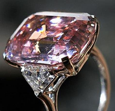 Hot trend: Colored diamond engagement rings   2LUXURY2.COM