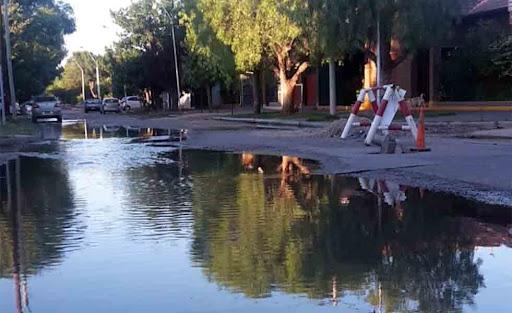 Reemplazarán cañerías en Los Olmos para solucionar problemas con desbordes cloacales